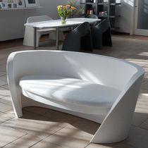 Sofá moderno / de jardín / de polietileno / para edificio público