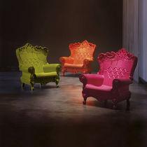Sillón de diseño nuevo barroco / de polietileno / blanco / rojo