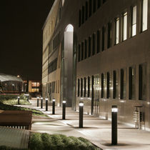 Bolardo de iluminación urbano / moderno / de aluminio / LED