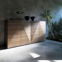 Aparador alto / moderno / de nogal / de madera lacada