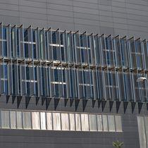 Celosía con lamas de malla metálica / de acero inoxidable / para fachada / vertical
