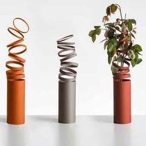Florero moderno / de vidrio / de aluminio