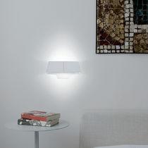 Aplique moderno / de metal pintado / halógeno / fluorescente compacta