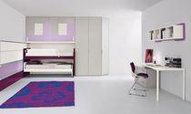 Habitación para niños para niña / violeta