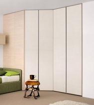 Armario en esquina / moderno / de madera / con puertas batientes
