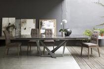 Mesa de comedor moderna / de metal / de gres porcelánico / rectangular