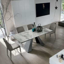 Mesa de comedor moderna / de metal pintado / de metal cepillado / de gres porcelánico
