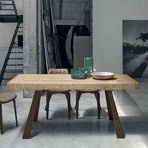 Mesa moderna / de madera / de metal pintado / de metal cepillado