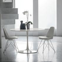 Mesa de comedor moderna / de MDF lacado / de vidrio templado / de metal pintado