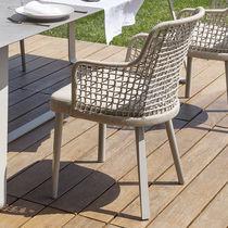 Silla de jardín moderna / con reposabrazos / tapizada / de aluminio