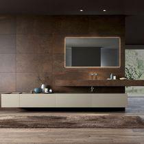 Mueble de lavabo suspendido / de Corian® / moderno / con espejo