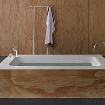 Bañera independiente / de madera / de fibra acrílica