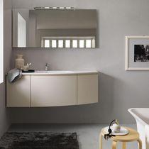 Mueble de lavabo suspendido / de madera / moderno / con espejo