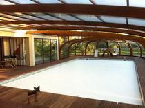 Cubierta para piscina adosadas / de madera / con accionamiento manual