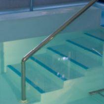 Escalera recta / de piscina / de exteriores / con contrahuella