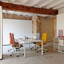 Mesa de reuniones moderna / de madera / rectangular / para edificio público