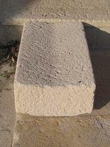 Canal de drenaje para espacio público / de piedra / a dos aguas
