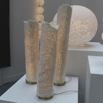 Lámpara de mesa / moderna / de latón / de porcelana
