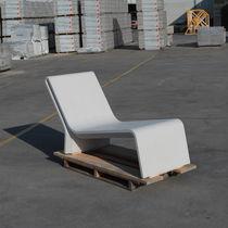 Tumbona moderna / de hormigón / para espacio público / reclinable