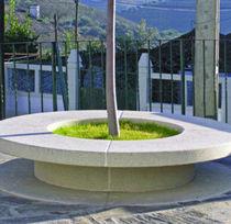 Banco público / moderno / de hormigón / con jardinera integrada
