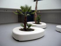 Banco público / de diseño orgánico / de hormigón / con jardinera integrada