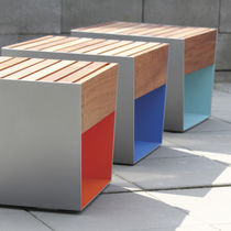 Taburete moderno / de madera / de acero galvanizado / para espacio público