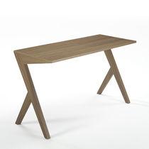 Escritorio de nogal / de madera maciza / moderno / contract