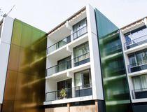 Revestimiento de fachada de material compuesto / lacado / coloreado / reflectante