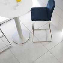 Baldosa para pavimento / de gres porcelánico / satinada / de efecto hormigón