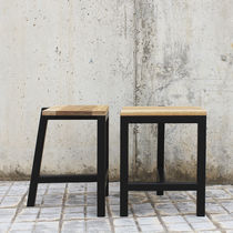 Mesa auxiliar / de diseño minimalista / de roble natural / de madera lacada mate