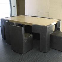 Conjunto de mesa y silla de diseño original / de madera / de metal / de interior