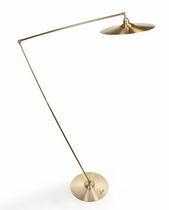 Lámpara de pie / de diseño original / de latón / de interior