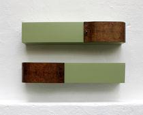 Estantería mural / de diseño original / de nogal / de madera lacada mate