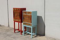 Cómoda con patas altas / de diseño original / de madera lacada / azul