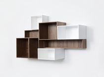 Biblioteca moderna / de MDF