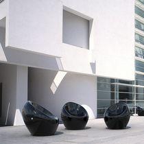 Sillón urbano / de diseño orgánico / de hormigón / barnizado con poliuretano