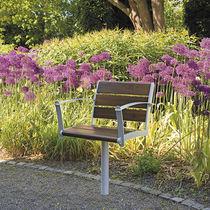 Silla de jardín moderna / con reposabrazos / de madera / de metal
