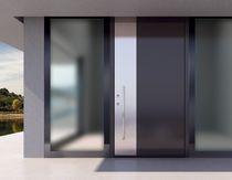 Puerta de entrada / abatible / de aluminio / de alta resistencia
