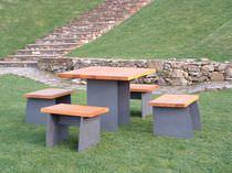Conjunto de mesa y silla moderno / de madera / de acero / para exterior