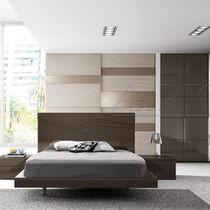 Cama estándar / doble / moderna / de madera lacada