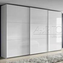 Armario moderno / de melamina / con puertas corredizas
