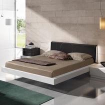 Cama doble / flotante / moderna / de madera