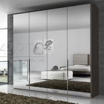 Armario moderno / de madera / con puertas batientes / con espejo