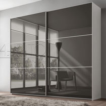 Armario moderno / de vidrio / con puertas corredizas