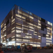 Celosía con lamas de aluminio / para fachada / orientable / vertical