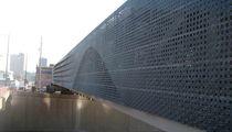 Revestimiento de fachada de zinc / de chapa / perforado / de panel