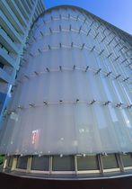 Celosía con lamas de metal / de vidrio / para fachada / vertical