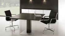 Mesa de reuniones moderna / de nogal / rectangular / modular