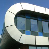 Revestimiento de fachada de material compuesto / de titanio / de zinc / liso