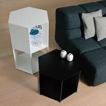 Mesa de noche / moderna / de aluminio / hexagonal